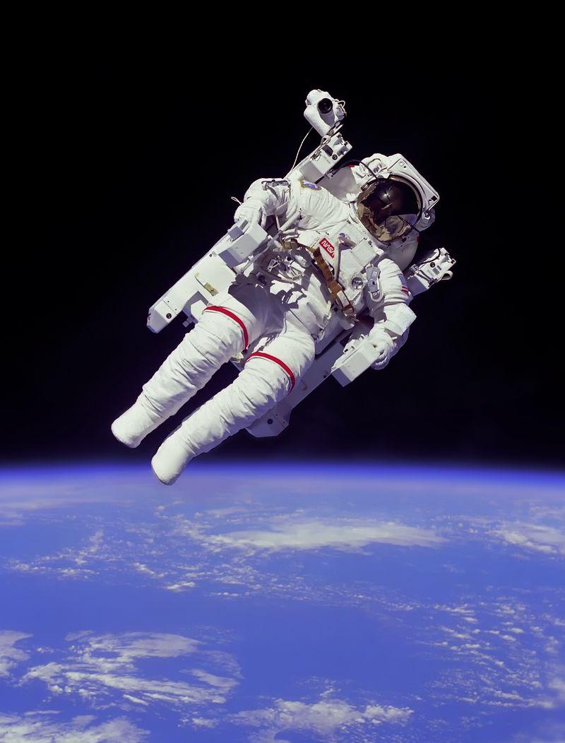 Astronaut-EVA_edit