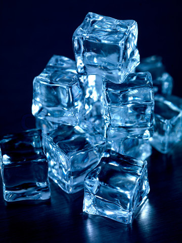 Tumblr_static_2149307-349633-frozen-ice-cubes-isolated-on-a-kitchen-bench